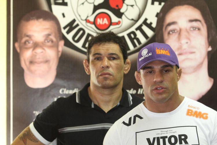Minotauro e Vito Belfort visitam o Morro do Cantagalo, no Rio de Janeiro. Cidade recebe neste fim de semana o UFC Rio