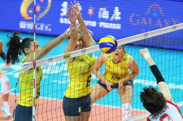 O bloqueio brasileiro funcionou bem na vitória por 3 sets a 0 (parciais de 25-17, 25-22 e 25-21) sobre o Japão. Brasil manteve o aproveitamento de 100% no Grand Prix e avançou às semifinais