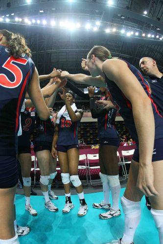 Durante tempo técnico, jogadoras americanas se unem para tentar vencer o Brasil. Não deu certo...