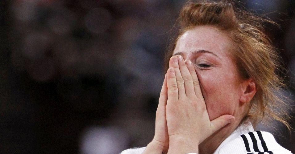 Corina Caprioriu foi outra que não resistiu e chorou: ela foi medalha de bronze nos 57, batendo Marti Malloy, dos EUA