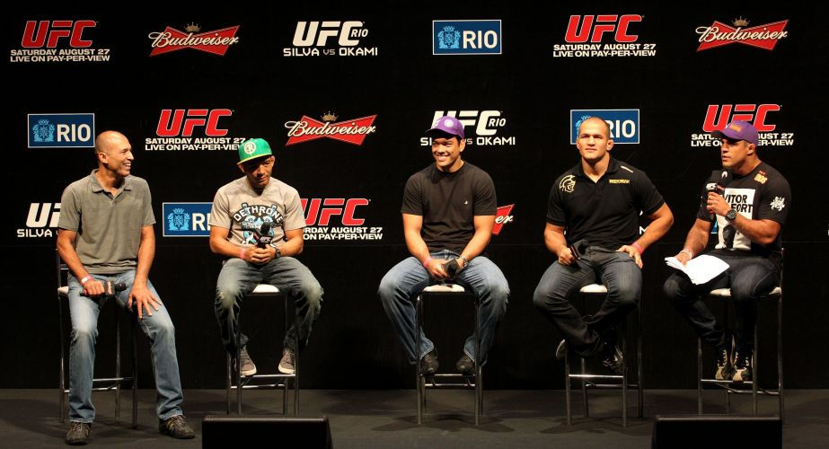Da esquerda para a direita: Royce Gracie, José Aldo, Lyoto Machida, Cigano e Vitor Belfort. Brasileiros deram início ao evento de pesagem do UFC Rio nesta sexta-feira