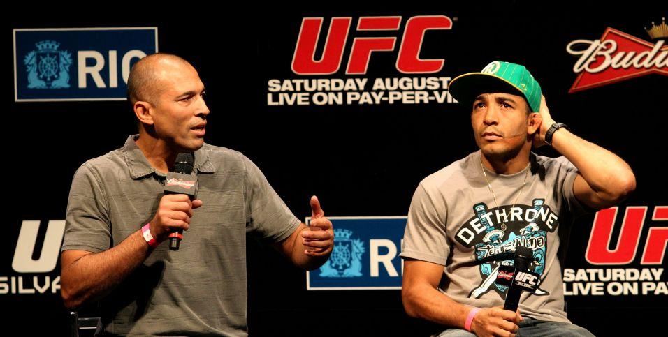 Primeiro grande vencedor do UFC, Royce Gracie (esquerda) participa do evento de pesagem nesta sexta-feira, no Rio de Janeiro