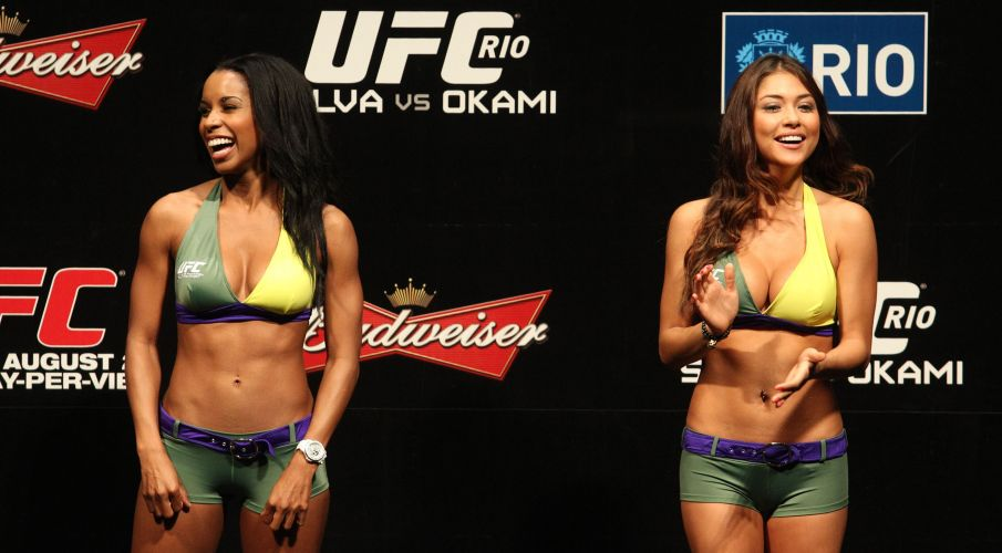 Ring girls tambm estiveram no evento da pesagem do UFC Rio