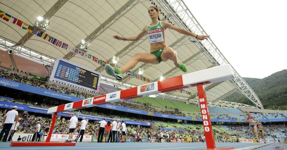 A portuguesa Sara Moreira na disputa da prova de 3000m com barreiras