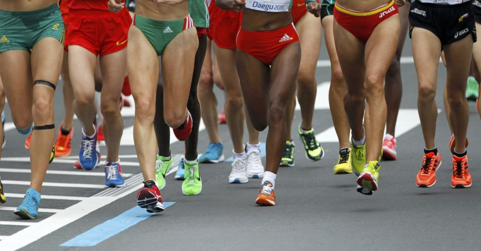 Competitoras correm na disputa da prova da maratona, no primeiro dia do Mundial de Atletismo 2011