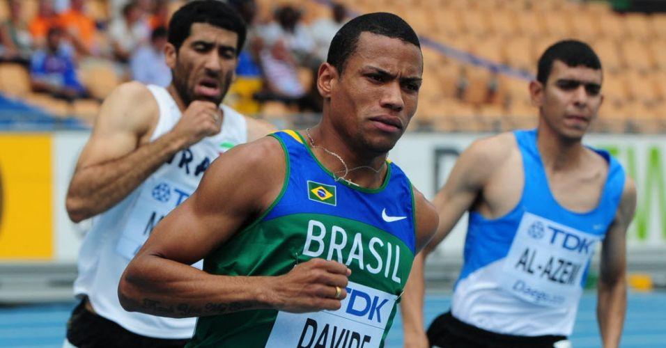 O brasileiro Kleberson Davide venceu a sua bateria nos 800 m e garantiu presença na semifinais da categoria no Mundial de atletismo de Daegu
