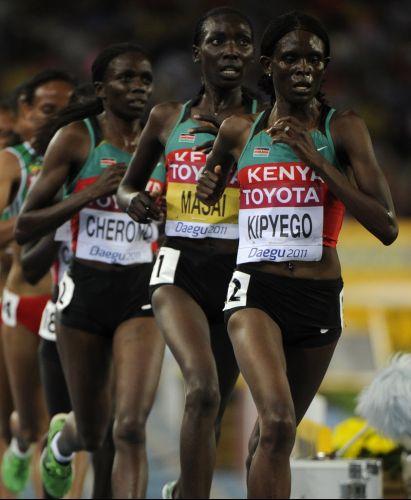 Depois da maratona, as quenianas Sally Kipyego, Linet Chepkwemoi Masai e Vivian Jepkemoi Cheruiyot mostraram a força do país nos 10 mil metros no Mundial de atletismo