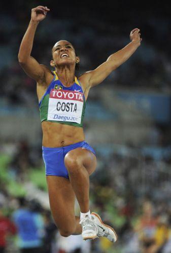 A brasileira Keila Costa não conseguiu vaga na final do salto em distância. A saltadora ficou apenas com a 13ª posição e quase não conseguiu conter as lágrimas ao fim da competição