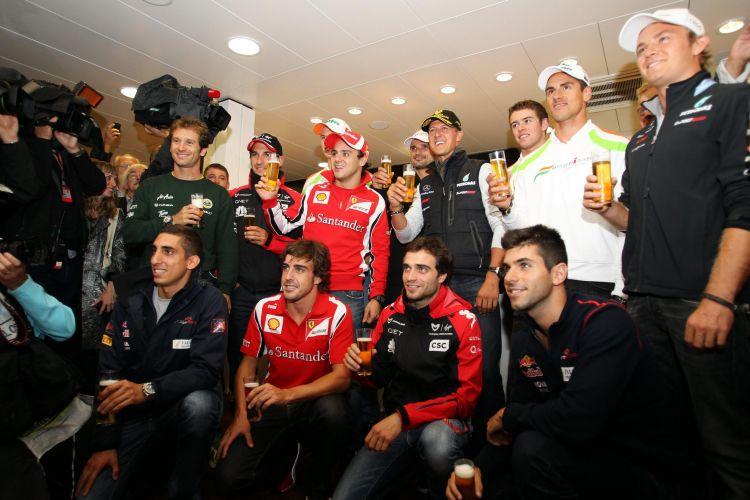 Pilotos participam de festa em comemoração dos 20 anos da estreia de Michael Schumacher na Fórmula 1