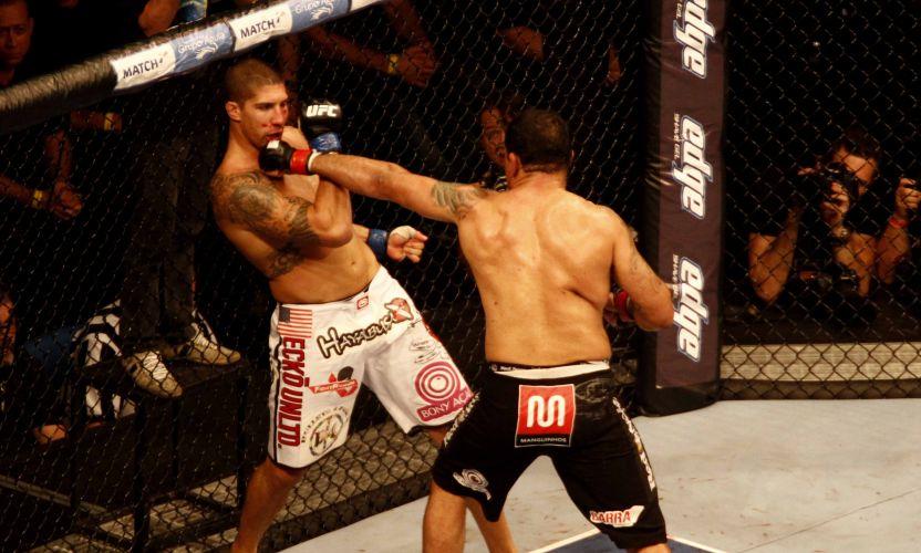 Minotauro, com uma série de socos na cara do americano Brendan Schaub, conquistou nocaute e venceu no UFC Rio