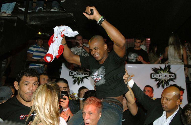 Minotauro reservou casa noturna no Rio de Janeiro para comemorar após sua luta no UFC Rio. Lutador brasileiro derrotou Brendan Schaub no primeiro assalto