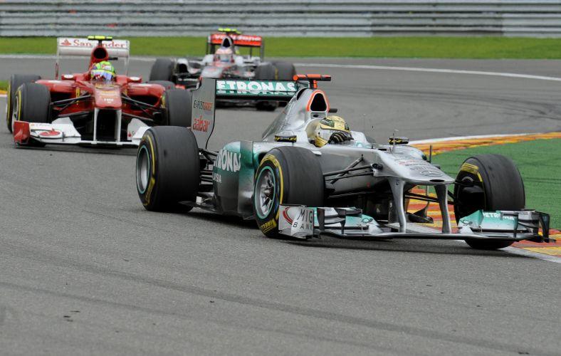 Michael Schumacher largou em último no GP da Bélgica. No entanto, piloto alemão fez ótima corrida de recuperação e terminou em quinto, em excelente forma de se comemorar seus 20 anos de carreira na Fórmula 1