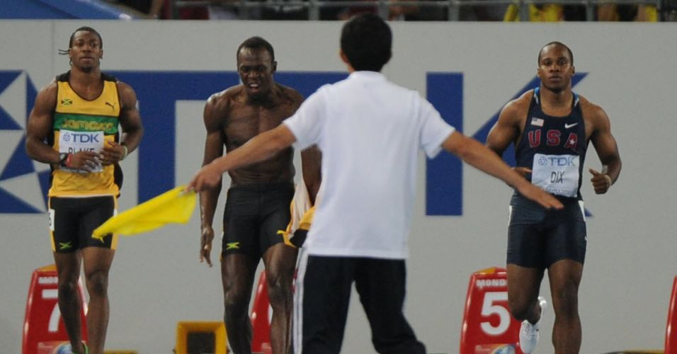 Usain Bolt frustra o pblico em Daegu, na Coreia do Sul, queima largada e  desclassificado da final dos 100 m rasos; jamaicano Yohan Blake (e) vence a prova com 9s92