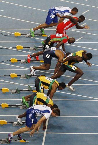 Jamaicano Usain Bolt tem saída falsa e é desclassificado da final dos 100 m rasos; com rivais fora e Bolt eliminado, prova fica em aberto e termina com vitória de Yohan Blake