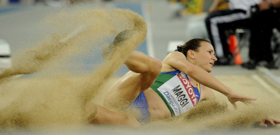 Com apenas 6,17 m, brasileira Maurren Maggi fica bem distante das favoritas e termina o salto em distância na 11ª colocação