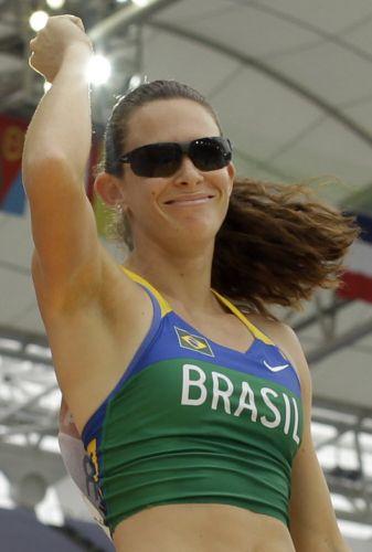 Brasileira Fabiana Murer comemora classificação para a final do salto com vara no Mundial de Daegu sem grandes esforços: ela obteve a vaga em apenas uma tentativa direta nos 4,55 m