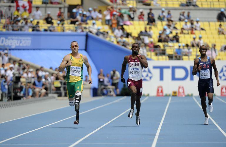 Sul-africano Oscar Pistorius (e) competiu pela primeira vez no Mundial de Atletismo e terminou na terceira colocação nos 400 m, avançando de fase na competição da Coreia do Sul