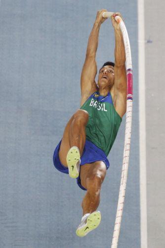 O brasileiro Fábio Gomes durante a disputa do salto com vara em Daegu