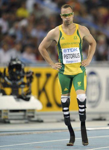 Após terminar em último lugar na sua bateria nos 400 m, Oscar Pistorius ficou com cara de poucos amigos