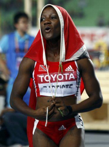 Medalha de bronze nos 100 m, Kelly-Ann Baptiste, de Trinidad e Tobago, fez a festa em Daegu