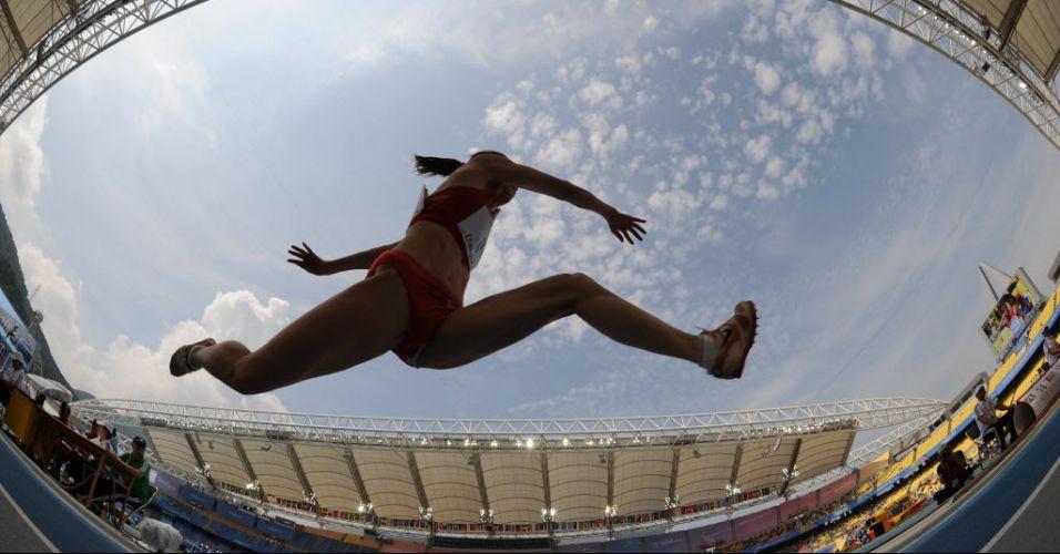 Chinesa Yanmei Li disputa eliminatória do salto triplo em Daegu