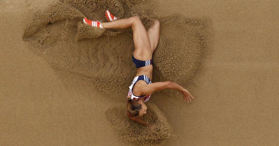 Britânica Jessica Ennis faz sua prova no salto em distância pelo heptatlo no Mundial