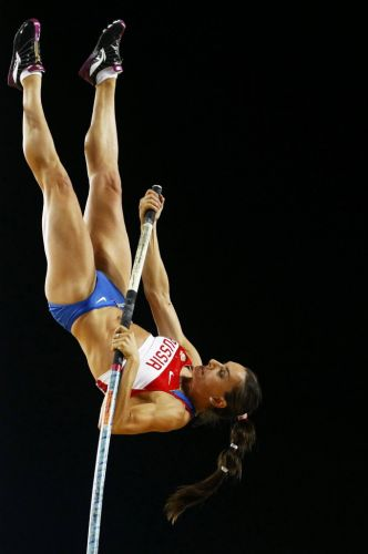 Yelena Isinbayeva durante uma tentativa na final do salto com vara na final do Mundial de atletismo. A russa mais uma vez não foi bem e viu Fabiana Murer ser campeã mundial.