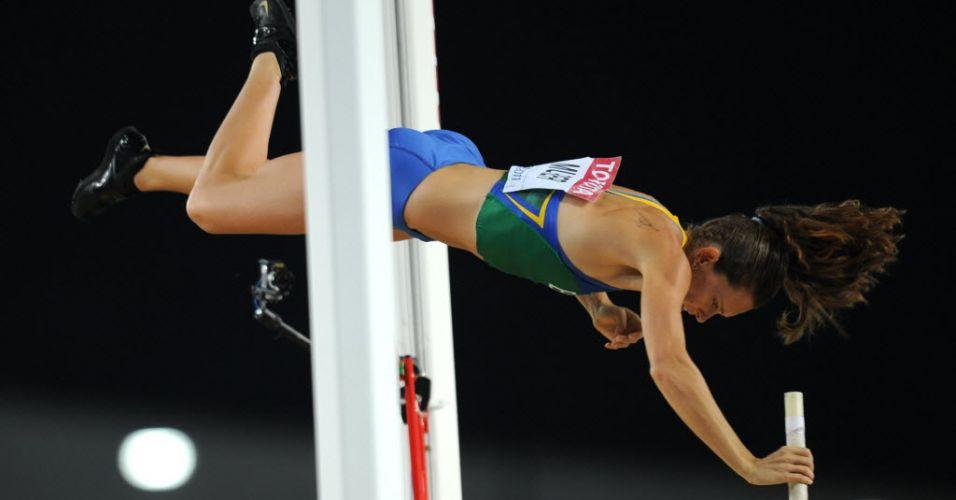 Fabiana Murer passa pelo sarrafo para conquistar o título mundial do salto com vara em Daegu