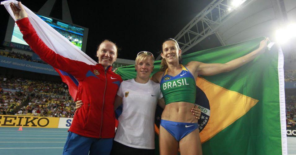 Fabiana Murer posa ao lado da alemã Martina Strutz e a russa Svetlana Feofanova, medalhistas de prata e bronze no Mundial de Daegu