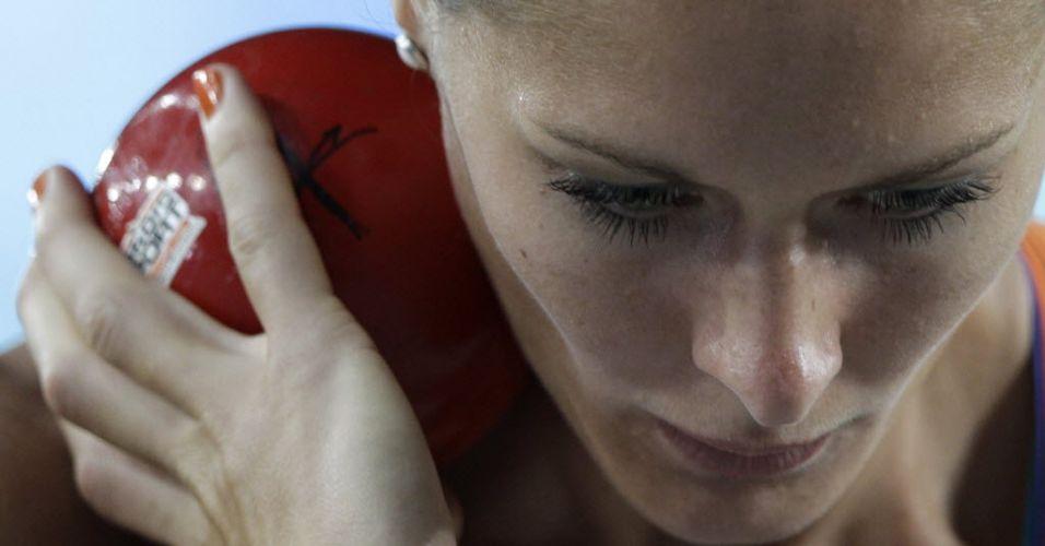 Holandesa Remona Fransen prepara arremesso de peso em prova do heptatlo em Daegu