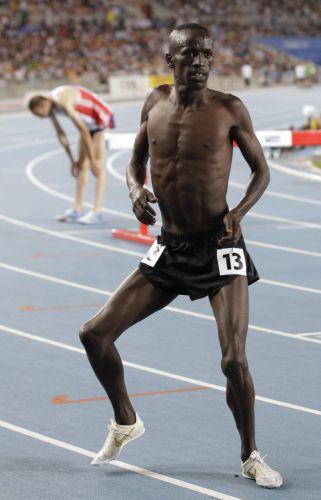 Ezekiel Kemboi abusou do rebolado ao vencer os 3.000m com obstáculos. Já sem camisa, rebolou e foi até o chão na frente das câmeras.