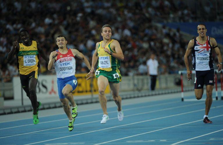J.L. Van Zyl se estica na reta final dos 400m com barreiras, mas fica apenas com o bronze. O sósia de Dagoberto, atacante do São Paulo, era um dos favoritos da prova.