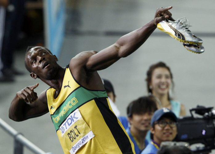 Usain Bolt faz sua pose tradicional aps a semifinal dos 200m em Daegu. O jamaicano cumpriu as expectativas, bateu seus rivais com facilidade e est na final da sua distncia preferida.
