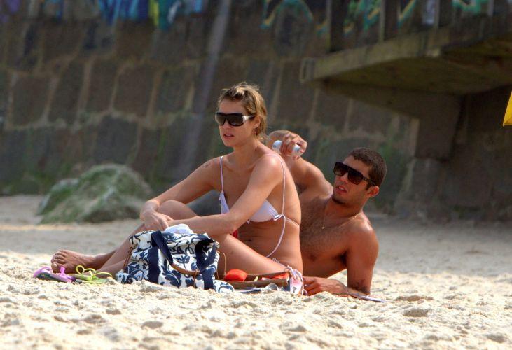 Luana Piovani e Pedro Scooby aproveitam a praia no Rio de Janeiro. Surfista carioca é especialista em ondas gigantes e se casou com a atriz global