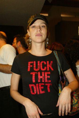 Luana Piovani veste camisa