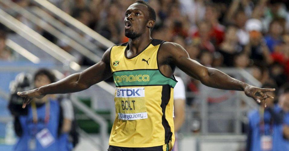 Jamaicano Usain Bolt comemora ao completar os 200 m rasos na frente em Daegu