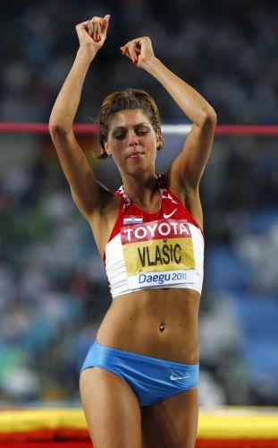 Blanka Vlasic comemora com dança após conseguir saltar sem derrubar o sarrafo