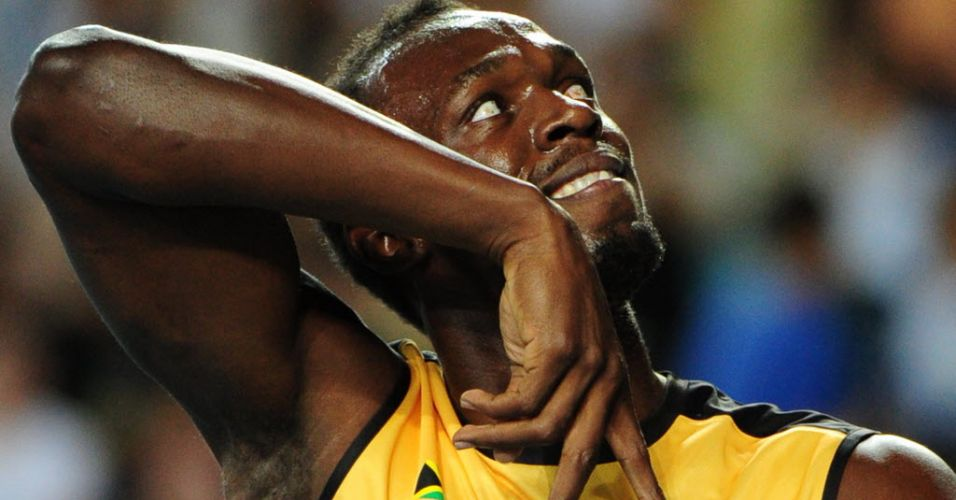 Usain Bolt faz graa para o pblico em Daegu depois de vencer o revezamento 4x100 m com recorde mundial