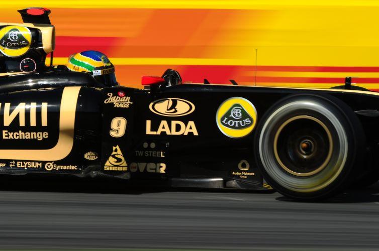 Bruno Senna conduz sua Renault pelo circuito de Monza durante os treinos livres para o GP da Itália. Brasileiro foi o décimo mais rápido do dia e ficou à frente de Vitaly Petrov, seu companheiro de equipe