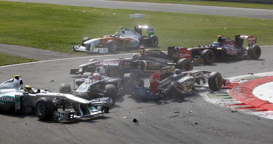 Acidente envolvendo vários carros marcou o início do GP da Itália. Vitantonio Liuzzi perdeu o controle de sua Hispania e provocou a batida