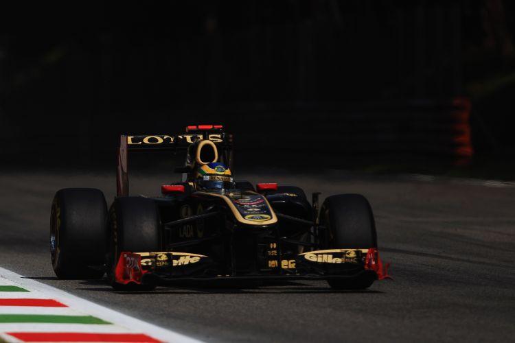 Bruno Senna conduz sua Renault pelo circuito de Monza. Em sua segunda prova como piloto titular da equipe, brasileiro terminou o GP da Itália na nona posição e somou seus primeiros pontos na Fórmula 1
