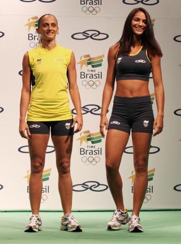Fabi (vôlei) e Bárbara Leôncio (atletismo) exibem uniformes de competição para o Pan-2011. Modelo possui tecnologia que acelera a eliminação do suor e reduz o contato do corpo com a umidade