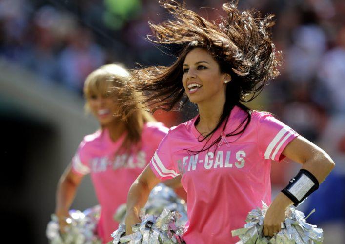 Cheerleaders do futebol americano também aderem à moda do rosa e fazem festa com a camisa da campanha contra o câncer de mama.