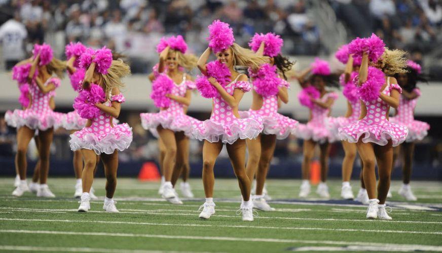 Cheerleaders desfilam seu charme fazendo boa ação. As gatas do futebol americano se vestiram de rosa para aderir à campanha de combate ao câncer de mama da modalidade.