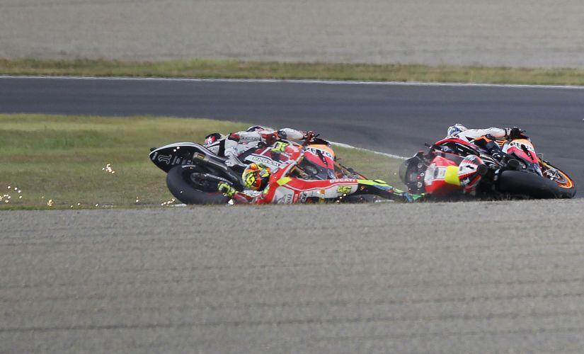 Valentino Rossi foi um dos acidentados em prova movimentada neste domingo.
