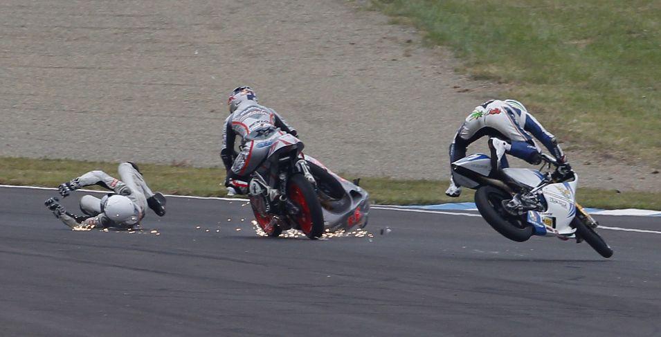 Finlandês Niklas Ajo também caiu, mas na prova das 125cc.