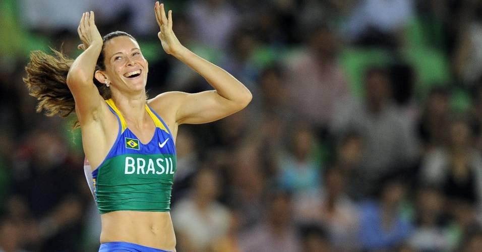Fabiana Murer foi campeã mundial do salto com vara em agosto, está entre as melhores do mundo e tem grandes chances de medalha no Pan e em Londres, em 2012. Será que ela merece liderar a delegação brasileira no Pan?