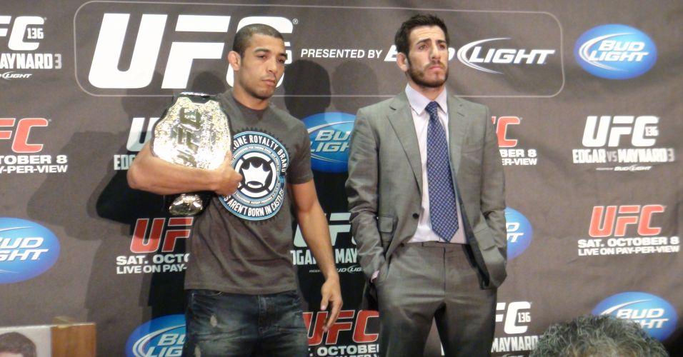 Brasileiro José Aldo mostra o cinturão do peso pena do UFC, que será desafiado por Kenny Florian no sábado em Houston