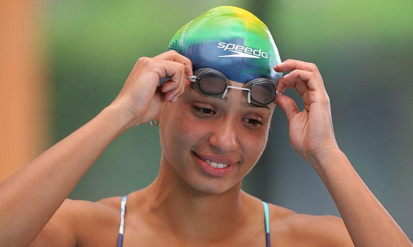 Ana Carolina se prepara para cair na piscina no México