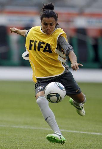 Marta, melhor jogadora do mundo, não foi convocada para a seleção brasileira de futebol pois está em férias